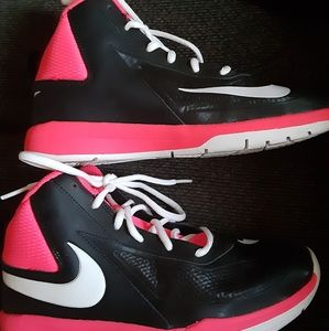 Nike basketball shoes youth